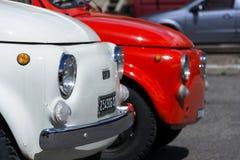 站立在2016年8月1日的街道上的菲亚特500汽车的细节在利维尼奥,意大利 库存照片