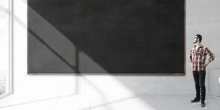 站立在黑板的学生 混合画法 免版税库存图片
