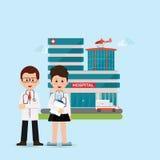 站立在医院大厦前面的医生和护士 免版税库存照片