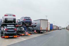 站立在Reast地区高速公路德国的卡车 免版税库存图片