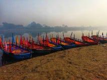 站立在Vishram加特,马图拉附近的渡轮 库存图片