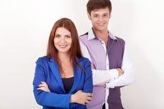 站立愉快的企业的夫妇画象一起隔绝在白色背景 免版税库存照片