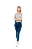 站立用手的一个偶然女孩的画象被折叠 免版税库存图片