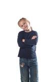 站立用他的手在他的胸口女孩佩带的牛仔裤横渡了 免版税库存照片