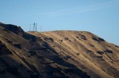 站立的电线杆高在地狱峡谷上的心脏 库存图片