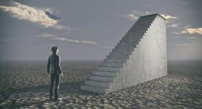 站立近的梯子的想法的商人 免版税库存图片