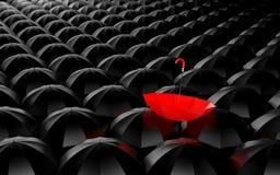 站立从人群。伞隐喻 免版税库存照片