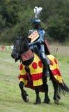 竞争中世纪马上枪术比赛的骑士 库存图片