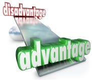 竞争优势对缺点跷跷板平衡标度 免版税图库摄影