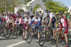竞争在Garrett Lemire纪念格兰披治全国竞赛线路(全国咨询中心)的非职业人自行车骑士2005年4月10日在Ojai 免版税库存图片