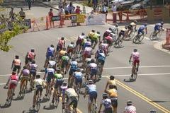 竞争在Garrett Lemire纪念格兰披治全国竞赛线路(全国咨询中心)的非职业人自行车骑士2005年4月10日在Ojai 库存照片