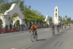 竞争在Garrett Lemire纪念格兰披治全国竞赛线路(全国咨询中心)的非职业人自行车骑士2005年4月10日在Ojai 图库摄影