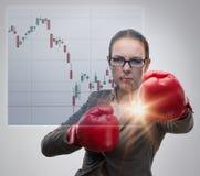 竞争概念的女实业家与拳击 免版税库存图片