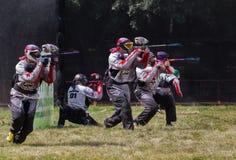 竞争迷彩漆弹运动 库存图片