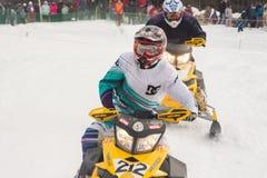 竞争 赛跑雪上电车 库存图片
