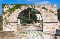 竞技场和大墓地古老罗马废墟在黎巴嫩 库存照片
