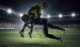 竞技场的美国橄榄球运动员 混合画法 图库摄影