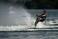 滑水竞赛障碍滑雪行动 图库摄影