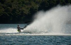 滑水竞赛障碍滑雪行动 免版税库存图片