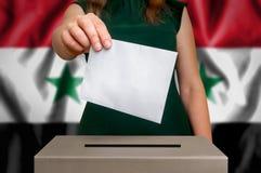 竞选在叙利亚-投票在投票箱 库存图片