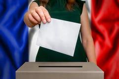 竞选在法国-投票在投票箱 库存照片
