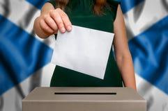 竞选在苏格兰-投票在投票箱 免版税库存图片