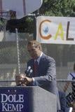 1996年竞选的共和党总统候选人,鲍勃・多尔参议员讲话在集会在维特纳的寺庙基督徒学校, 库存照片
