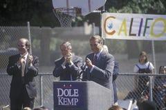 1996年竞选的共和党总统候选人,鲍勃・多尔参议员讲话在集会在维特纳的寺庙基督徒学校, 免版税库存照片