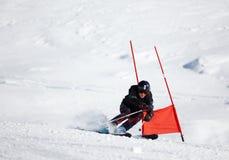 竟赛者滑雪 免版税库存图片
