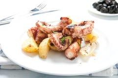 章鱼alla lagareiro一个典型的葡萄牙盘 库存照片