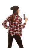 童帽的妇女和格子花呢上衣开枪边 免版税库存照片