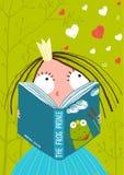 读童话书的聪明的逗人喜爱的小女孩 库存图片