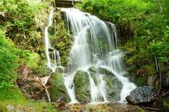 童话瀑布在黑森林德国费尔德伯格里 库存图片