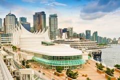 端口温哥华和城市地平线 免版税库存图片