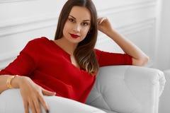 端庄的妇女 时兴的美丽的成功的企业夫人Re 免版税库存图片