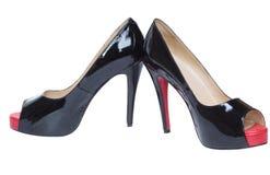 端庄的妇女黑漆皮鞋。 免版税库存照片