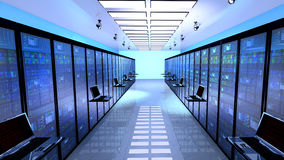 终端显示器在有服务器的服务器屋子里在datacenter内部折磨 图库摄影