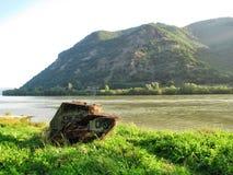 端起与小山和多瑙河在匈牙利 免版税库存照片