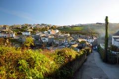 端起以撒,一个小和美丽如画的渔村北部康沃尔郡,英国,英国大西洋海岸的,著名作为ba 免版税库存图片
