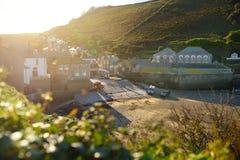 端起以撒,一个小和美丽如画的渔村北部康沃尔郡,英国,英国大西洋海岸的,著名作为ba 库存图片