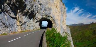 端起Aubisque,是在Pyrénées-Atlantiques的部门的一个山口 库存照片