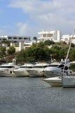 端起Cala Llonga,从ES Forti, Cala d'Or, Cala Gran, Cala埃斯梅拉达, Cala Ferrera的游轮向波尔图Colom,马略卡 免版税库存照片