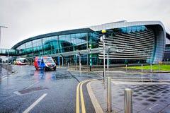 终端2都柏林机场打开了2010年11月19日 库存照片