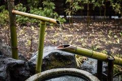 竹子做了供水系统 免版税库存图片