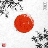 竹子叶子和红色太阳 皇族释放例证