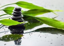 竹子和石头 免版税库存图片