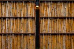 竹子墙壁在庭院里 库存图片