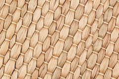 竹子被编织的米黄席子手工制造背景 免版税库存图片