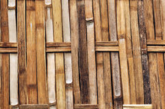 竹子围住纹理、被编织的竹墙壁纹理和背景 免版税图库摄影