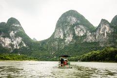 竹小船在李河瓷 免版税库存照片
